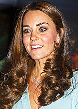 Kate Middleton, primo red carpet con il pancino dopo settimane di riposo forzato: foto