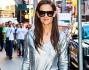 Katie Holmes per l'occasione ha optato per un look casual chic argento e nero