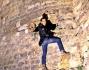 Aaron Diaz come un principe o meglio come un ragno si arrampica sulle mura del castello