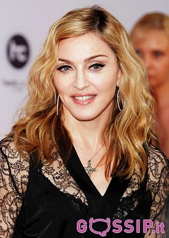 Madonna a mosca per l'inaugurazione della sua nuova palestra: foto