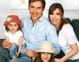 Marco Liorni felice in famiglia: eccolo posare con la compagna Giovanna e le figlie Viola ed Emma