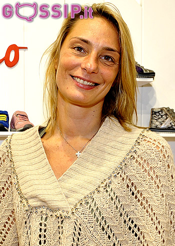 <b>Maurizia Cacciatori</b>, con il compagno Francesco Orsini e i figli, ... - maurizia_cacciatori_sorride_88a9