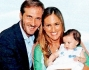 Durante la festa: Maurizio Aiello, Ilaria Carloni e la loro piccola Ludovica