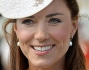KATE MIDDLETON CON CAPPELLINO AL GARDEN PARTY DELLA REGINA