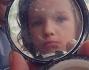Nello specchietto della cipria una piccola Milla Jovovich