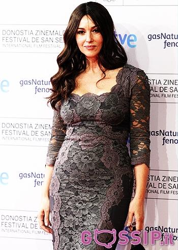 4b90156f9f98 Monica Bellucci bellissima in grigio al San Sebastian Film Festival  foto