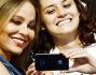Ornella Muti si concede ad un selfie con mamma e figlia fan dell'attrice