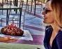Ornella Muti festeggia con la figlia il compleanno: eccola mentre Naike le porge una torta