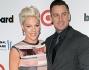 Dopo Katy perry anche Pink riceve il premio di donna dell'anno nella musica: eccola col marito Carey Hart