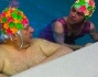 Platinette in piscina con il personal trainer Christian e Raffaello Tonon