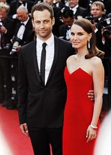 Natalie Portman bellissima in rosso a Cannes accanto al marito: le foto