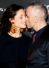Eros e Marica, baci appassionati al Glamour Awards: le foto