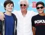 Look casual giovanile per Richard Gere in jeans e camicia bianca