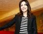 Sabrina Ferilli bellissima ha posato in pantaloni di pelle, neri come la giacca, un top a righe