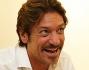 Sergio Assisi da attore a scrittore: eccolo mentre firma il libro ad una fan