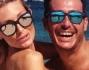 Silvia Abbate si diverte sulla finissima sabbia bianca di Liscia Ruja Beach insieme agli amici