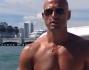 Stefano Bettarini alla guida del moto scafo nella baia di Miami
