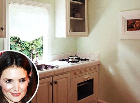 Katie holmes per natale regaler a suri una casetta da 24 for Costruire una casa in stile vittoriano