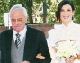 Tania Zamparo arriva in chiesa sotto al braccio del padre Giorgio Severo