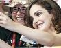 Valentina Corti si concede agli autografi ed i selfie con i fan