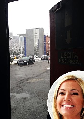 Federica panicucci mostra le neve di milano foto e gossip - Jovanotti affacciati alla finestra ...