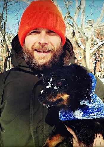Jovanotti sulla neve col suo amico a quattro zampe foto - Jovanotti affacciati alla finestra ...