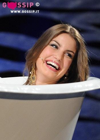 Francesca fioretti nella vasca bagno foto e gossip - Foto nella vasca da bagno ...