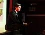 Andrea Cocco ride, scherza ed intrattiene il pubblico in teatro