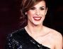 Bellissima Elisabetta Canalis nel suo abito lungo firmato Emilio Pucci per la seconda serata del Festival di Sanremo