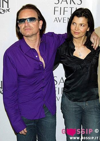 Bono, dressed up like a car crash? - Pagina 3 Bono_vox_con_la_moglie_14de