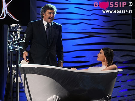 Cipriani Vasca Da Bagno.Sexy Pamela Camassa In Vasca E Luca Barbareschi Foto E Gossip
