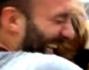 Debora Villa e Alessandro Sampaoli si abbracciano dalla felicit� dopo il verdetto