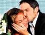 Baci e fiori per Giorgia Palmas di ritorno dall\'isola con il marito Davide Bombardini