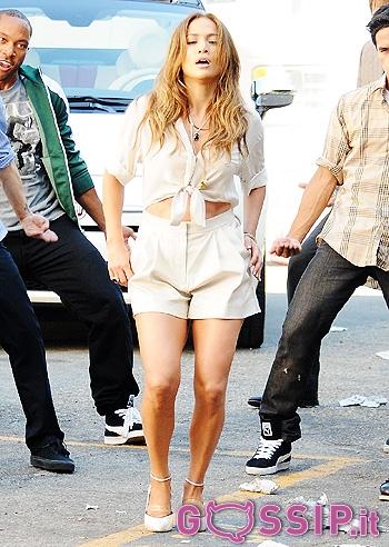 Jennifer Lopez nel suo nuovo video appare alla guida di una Fiat 500 ...
