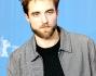 Al suo fianco Robert Pattinson al Grand Hyatt Hotel di Berlino
