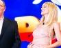 Michelle Hunziker scherza con Gerry Scotti sul palco di Paperissima