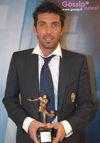 http://www.gossipnews.it/sport/oscar/images/Miglior_portiere__Gianluigi_Buffon_19.jpg