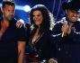 Julion Alvarez, Yuri Alvarez, Laura Pausini e Ricky Martin durante una delle esibizioni: questa è l'opening con 'we will rock you'