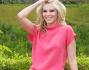 Cambio d'abito per Eleonora Daniele che passa ad una mise rosa fragola
