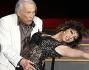 Giorgio Albertazzi elegantissimo nel ballare con Elena Coniglio