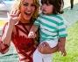 Shakira saluta i fotografi dopo l'esibizione sul palco dello stadio di Rio: eccola con il bellissimo figlio Milan
