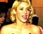 Shakira una dama in rosso alla cerimonia per la consegna del Pallone d'oro