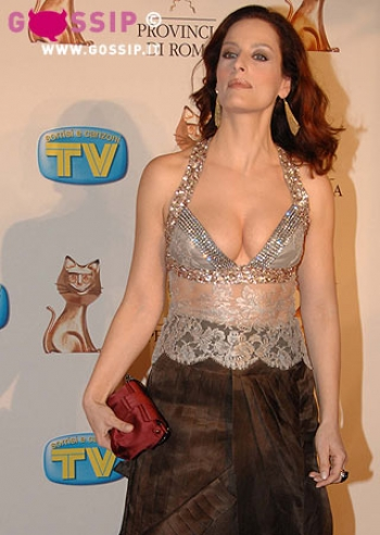 [IMG]http://files.gossip.it/spettacolo/telegatti_2008_roma_red_carpet/images/simona_borioni_be8c.jpg[/IMG]