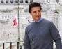 Il divo di Hollywood Tom Cruise posa sullo sfondo della Capitale davanti all'Altare della Patria