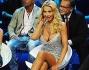 Valeria Marini seduta tra Cristiano Malgioglio ed Arianna David