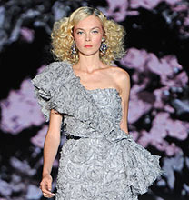 New York Fashion Week PE2011: Badgley Mischka