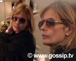 Isabella Ferrari tra farmacia e sexy collant