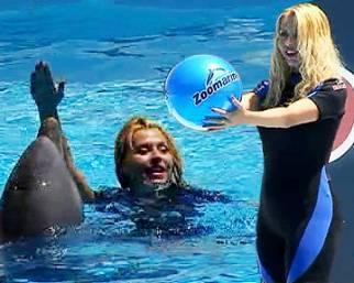 Valeria Marini addestratrice di delfini