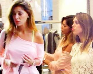 Belen e Cecilia, shopping da sorelle