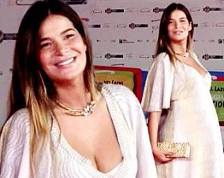 Ilaria Spada, un pancione da red carpet